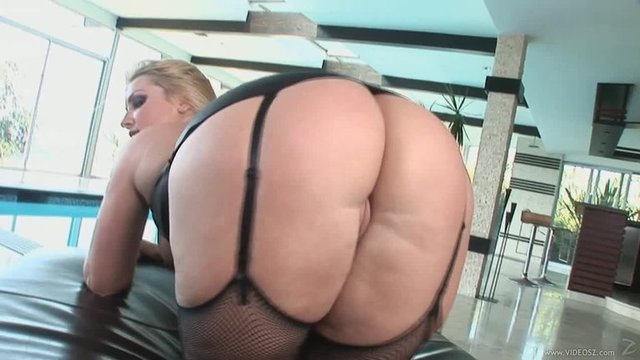 blonde ass mature milf